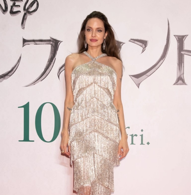 Angelina Jolie Dazzles In Crystal Fringesilver Gown At