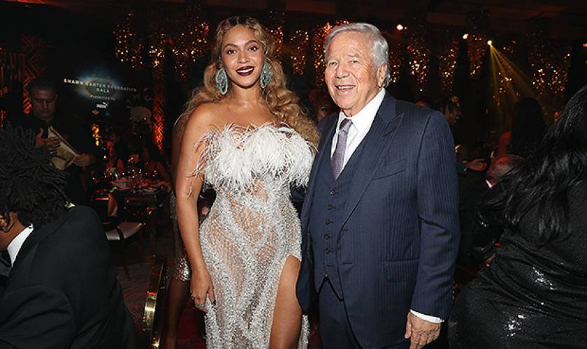 Beyonce Stuns In Sexy Sheer Dress &Looks More Glam Than Ever At Jay-Z'sGala