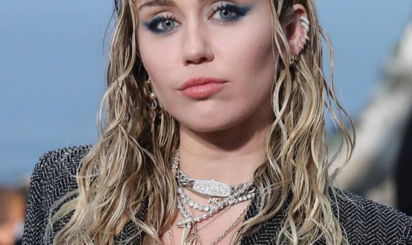 Miley Cyrus Debuts Platinum BlondeShag Haircut