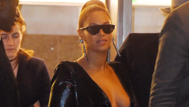 Beyonce Shows Off Her Long Legs In ASizzling Green Ensemble During RareOuting With Mom Tina