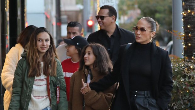 Jennifer Lopez & Alex Rodriguez EndureBlack Friday On Shopping Trip With TheKids