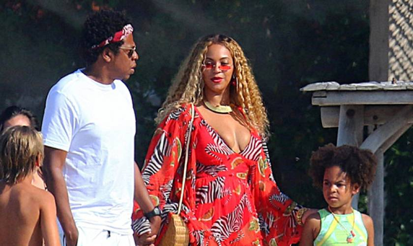 Beyonce Shares Rare Family HolidayCard Featuring Blue Ivy, 7, & Twins Sir &Rumi, 2